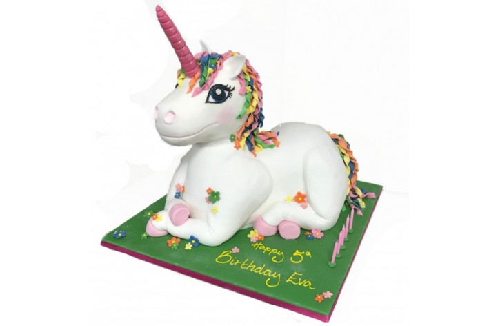 Large unicorn full figure