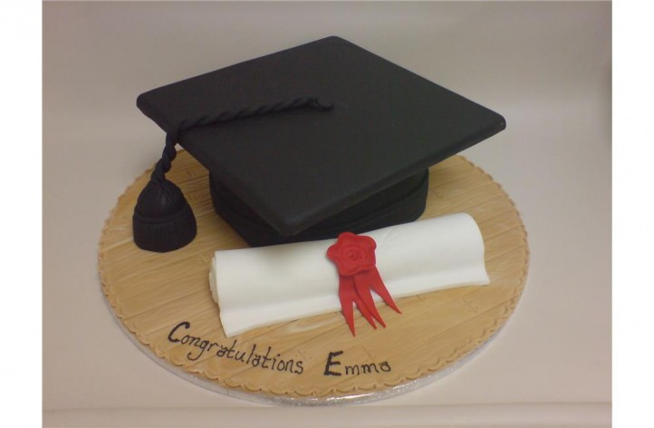 Mortar Board & Scroll Graduation Cake