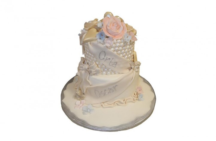 Pearl & Flowers Tiered Cake