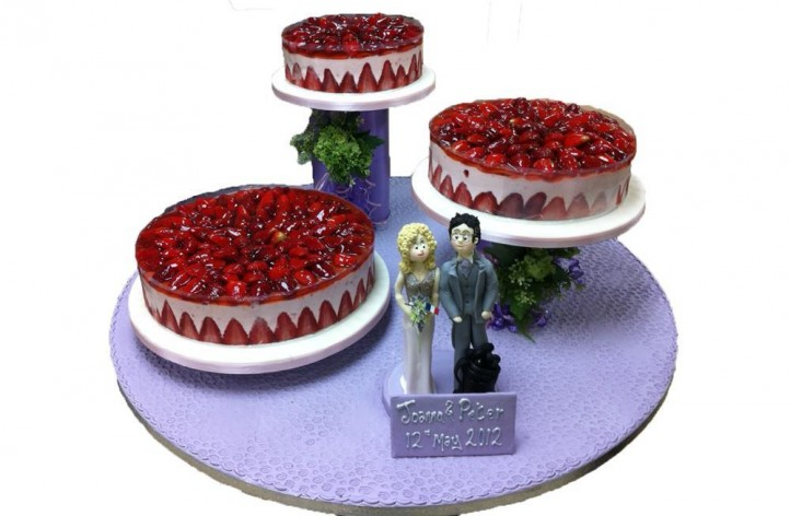 Wedding Cheesecake with Figures